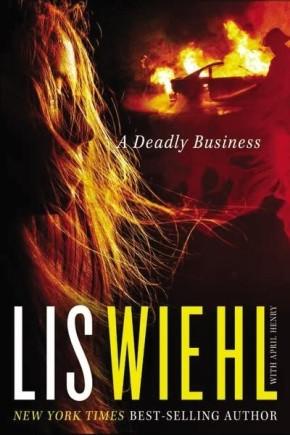 A Deadly Business (A Mia Quinn Mystery) mm
