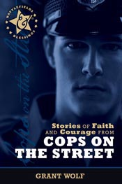 Stories of Faith and Courage from Cops on the Street (Battlefields & Blessings) *Scratch & Dent*