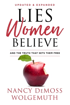 Lies Women Believe: And the Truth that Sets Them Free *Scratch & Dent*