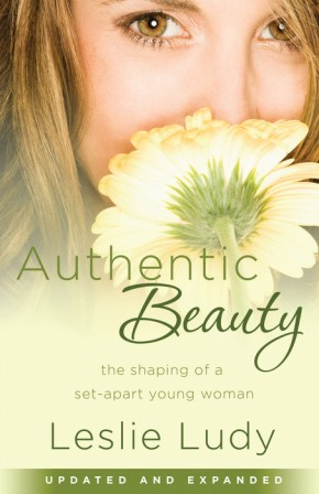 Authentic Beauty: The Shaping of a Set-Apart Young Woman *Scratch & Dent*